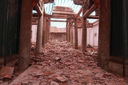 chùa đổ nát tan hoang